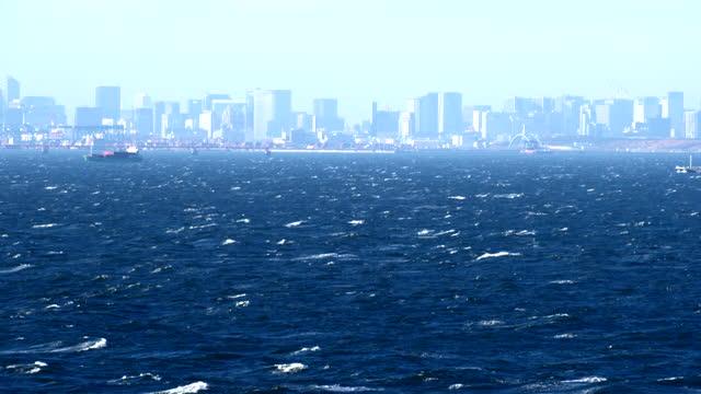 stockvideo's en b-roll-footage met mening van tokyo over de stormachtige overzees - rondrijden