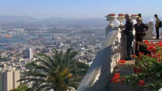 ws zo pan view of tourist at bahai garden / haifa, carmel, isarel - haifa stock videos and b-roll footage