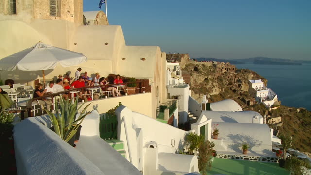 ws view of tourists at village oia with ocean / santorini, cyclades, greece - oia santorini stock videos & royalty-free footage