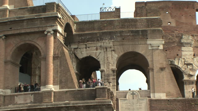 ws view of tourists in balcony on colosseum upper floor / rome, italy - arco architettura video stock e b–roll