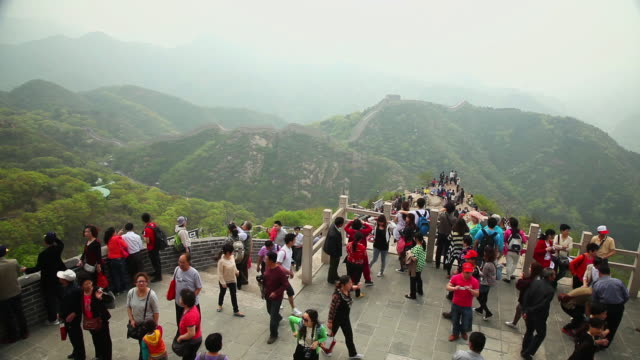 WS HA View of Tourists on Great Wall at Badaling / Beijing, China