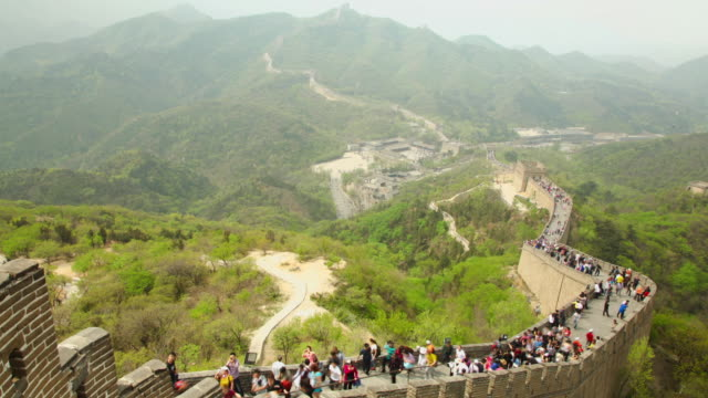 ews t/l view of tourists walking on great wall at badaling / beijing, china - great wall of china stock videos & royalty-free footage