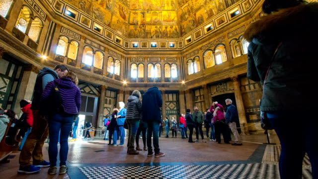 view of tourists watching interior architecture of palazzo pitti (palace) - florenz italien stock-videos und b-roll-filmmaterial