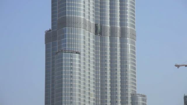 ws tu view of tower at burj dubai (worlds tallest man-made structure) / dubai, united arab emirates - burj khalifa stock videos & royalty-free footage