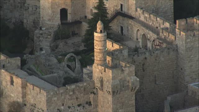 vidéos et rushes de ws zo aerial view of tower of david / jerusalem, israel - jérusalem