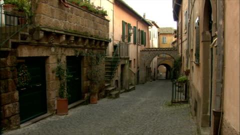 vídeos y material grabado en eventos de stock de ws tu view of town and ruins of tuscania (in the lazio region) / various, tuscany, italy  - ausencia