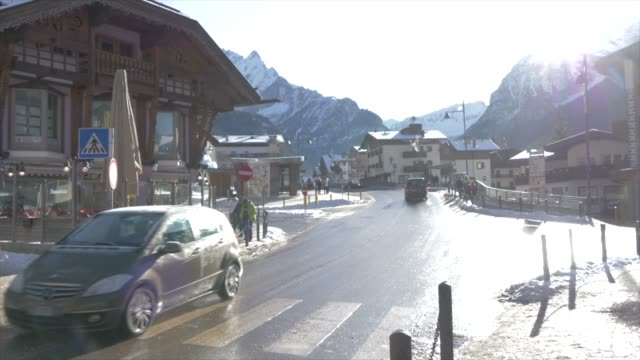 view of town centre of canazei on sunny day at christmas, province of trento, trentino-alto adige/sudtirol, italy, europe - canazei video stock e b–roll