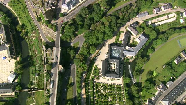 vidéos et rushes de ms aerial ds view of town / luxembourg - grand duché du luxembourg