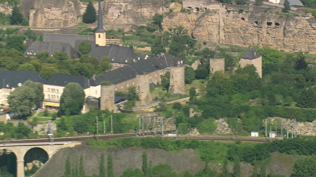 vidéos et rushes de ms aerial pan zi zo view of town / luxembourg - grand duché du luxembourg