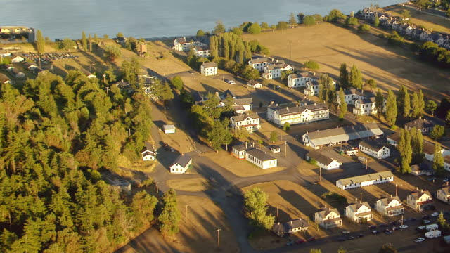 ws aerial view of town / port townsend, washington, united states - stato di washington video stock e b–roll