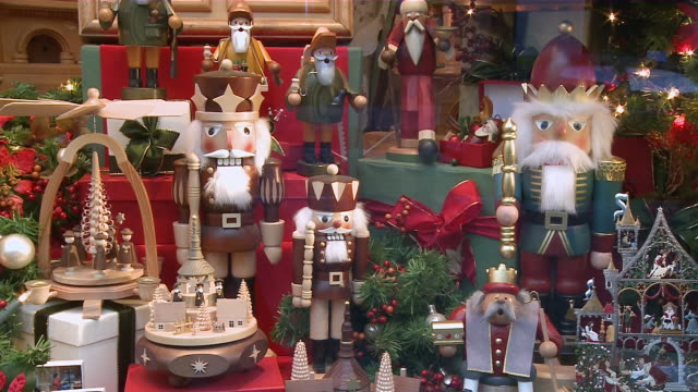 ms zi view of toys at christmas market / rothenburg o.d. tauber, bavaria, germany - rothenburg stock videos and b-roll footage