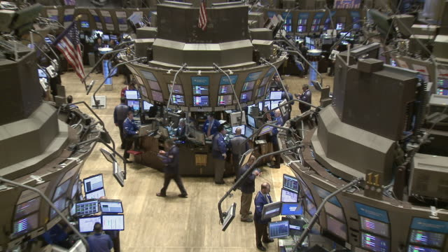 view of traders working in new york stock exchange / new york city new york usa - agente di cambio video stock e b–roll
