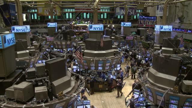 vidéos et rushes de view of traders working in new york stock exchange / new york city, new york, usa - bourse de new york