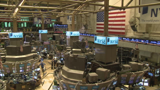 vidéos et rushes de view of trading floor of new york stock exchange / new york city, new york, usa - bourse de new york