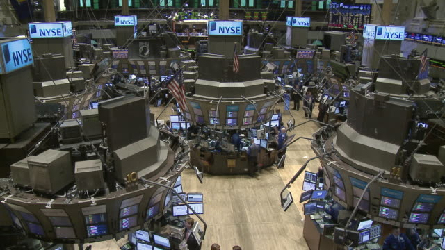 ws view of trading floor of new york stock exchange / new york city new york usa - new york stock exchange bildbanksvideor och videomaterial från bakom kulisserna