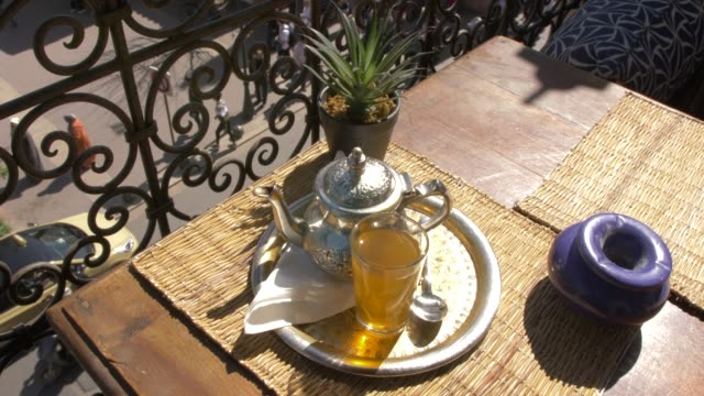 view of traditional tea at al fresco cafe near moulay el yazid mosque, marrakesh, morocco, north africa, africa - モロッコ文化点の映像素材/bロール
