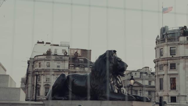 vidéos et rushes de vue de trafalgar square, dans le centre de londres - statue
