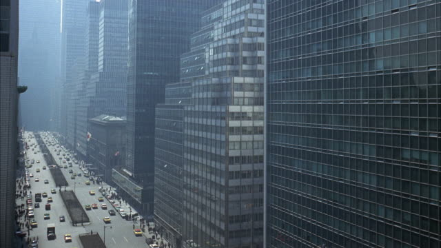 stockvideo's en b-roll-footage met ws view of traffic and large apartment building / new york city, new york, usa - 1963