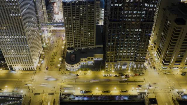 vídeos de stock, filmes e b-roll de ws t/l view of traffic at wacker drive and dearborn street / chicago, illinois, usa - chicago 'l'