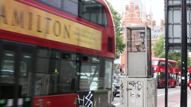 view of traffic flow next to an air pollution monitoring station on euston road in london. london's air pollution regularly exceeds eu air quality... - engine stock videos & royalty-free footage