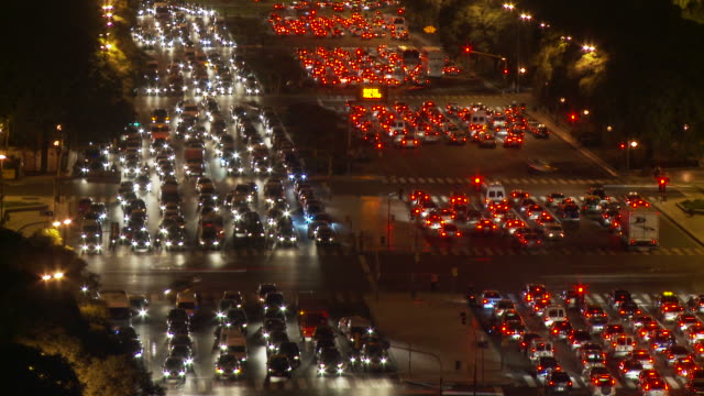 vídeos de stock e filmes b-roll de view of traffic in buenos aires, argentina - avenida 9 de julio