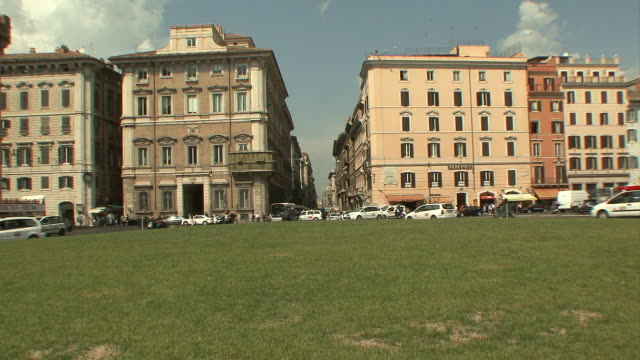 ws view of traffic in piazza venezia / rome, italy   - piazza venezia stock videos and b-roll footage
