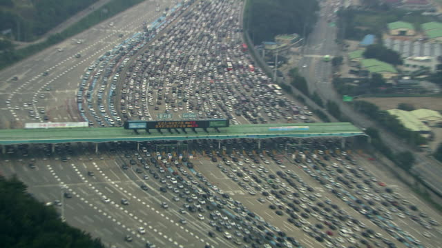 view of traffic jam on the highway near dongseoul tollgate - ingorgo stradale video stock e b–roll