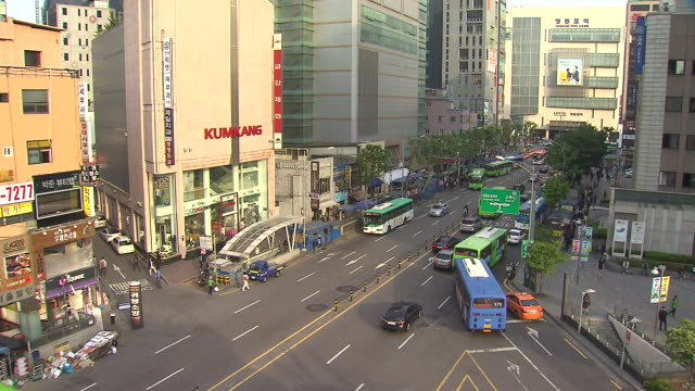 view of traffic moving at yeongdeungpo station area in seoul - western script stock videos & royalty-free footage