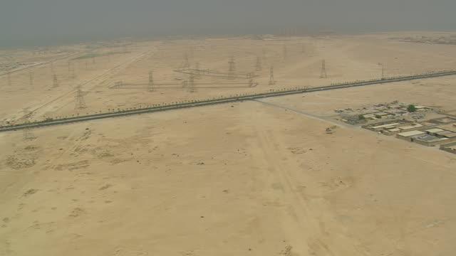 vidéos et rushes de ws aerial zi view of traffic moving on highway / qatar - qatar