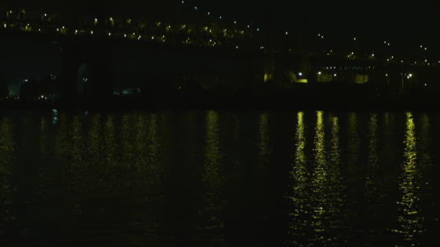 ws td tu view of traffic moving on queensborough bridge at night / new york, united states - cantilever stock videos & royalty-free footage