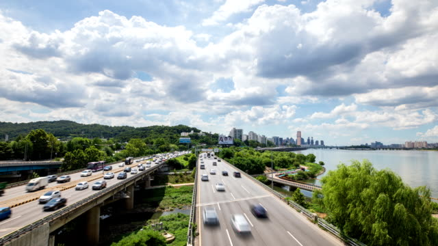 view of traffic moving on the olympic expressway in han river, seoul - personal land vehicle stock videos & royalty-free footage