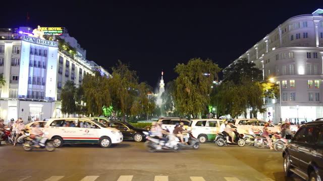 ws view of traffic movint at central ho chi minh / ho chi minh, vietnam - västerländsk text bildbanksvideor och videomaterial från bakom kulisserna