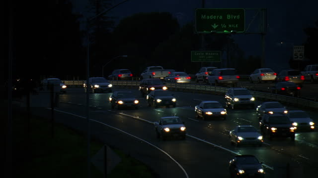 stockvideo's en b-roll-footage met ws view of traffic on freeway at night / los angeles, california, usa - westers schrift