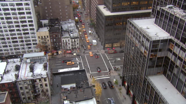 WS HA View of Traffic on street and buildings / New York, United States