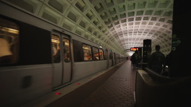 vídeos de stock, filmes e b-roll de ms view of train leaving to dc metro station / washington, district of columbia, united states - washington dc