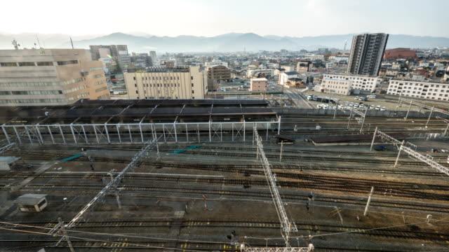 vídeos de stock, filmes e b-roll de vista da estação de trem em nagano, japão - nagano