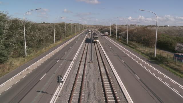 ws view of tram line of the coast / ostend, flanders, belgium - 路面軌道点の映像素材/bロール