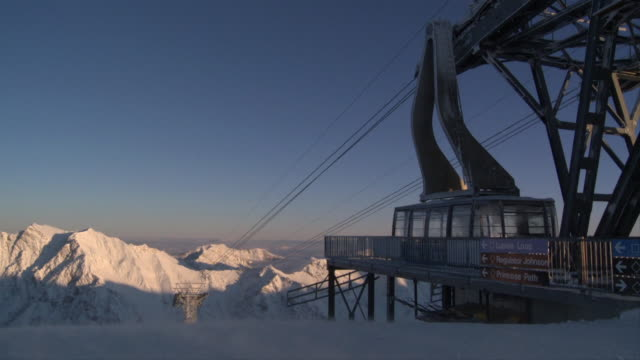 ws view of tram station on snowcapped at sunrise / alta, snowbird, utah, usa - ユタ州 アルタ点の映像素材/bロール