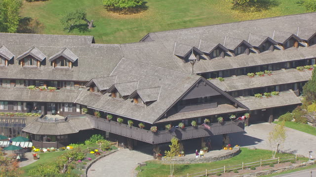 ws aerial pov view of trapp family lodge / stowe, vermont, united states - stowe vermont stock videos & royalty-free footage