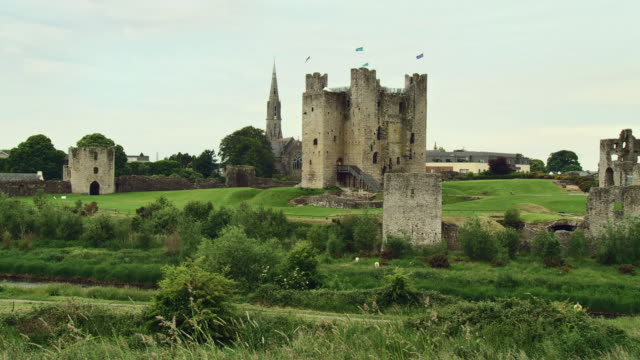 WS PAN View of trim castle / Trim, County Meath, Ireland