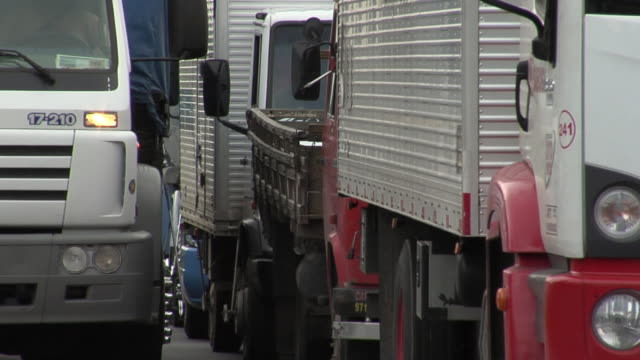 ms view of trucks on street / sao paulo, brazil - trucks in a row stock videos & royalty-free footage