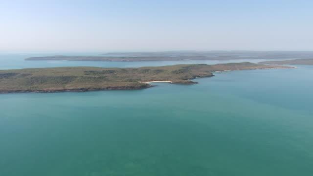 aerial ws view of truscott coastline, western australia 2 / truscott, western australia, australia - western australia bildbanksvideor och videomaterial från bakom kulisserna