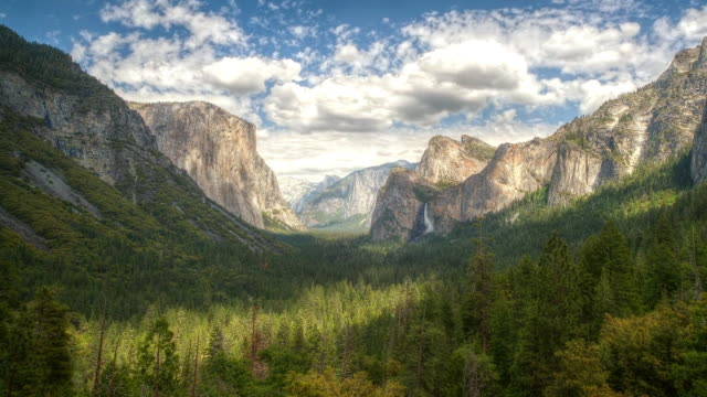 ws t/l view of tunnel view in front of valley / yosemite, california, united states - yosemite national park stock-videos und b-roll-filmmaterial