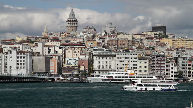 ws view of turkey istanbul of the galata tower and the old town / istanbul, turkey - galataturm stock-videos und b-roll-filmmaterial