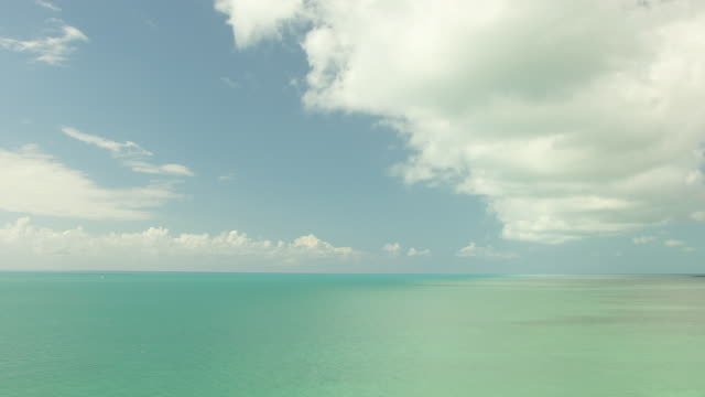 stockvideo's en b-roll-footage met ws aerial view of turquoise water with clouds in sky in florida keys / florida, united states - the florida keys