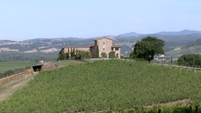 ws view of tuscan farmhouse / sant'angelo scalo, tuscany, italy - tuscany stock videos & royalty-free footage