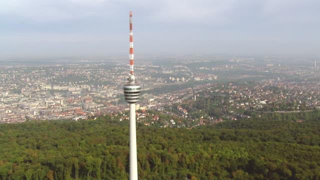 ws aerial view of tv tower to city / stuttgart, baden wurttemberg - バーデン・ビュルテンベルク州点の映像素材/bロール