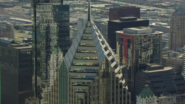 ms aerial pov view of two prudential plaza / chicago, illinois, united states - two prudential plaza stock videos & royalty-free footage