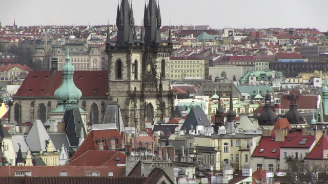 ws view of tyn cathedral surrounding old town / prague, hlavni mesto praha, czech republic - stare mesto stock videos and b-roll footage