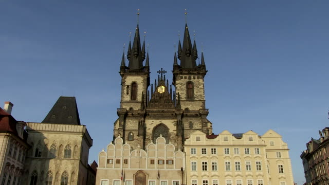 ms view of tyn church / prague, hlavni mesto praha, czech republic - stare mesto stock videos and b-roll footage